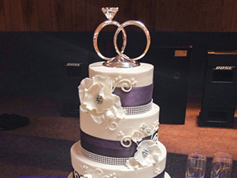 Cake with ring topper